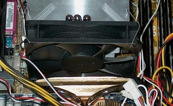 fan mounted between GPU and CPU heat sinks